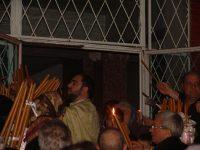 FOTOGALERIE. Credincioşii din cartierul Micro 39C au primit Lumina Sfântă la biserica amenajată la parterul unui bloc