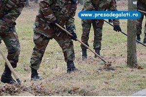 Militarii fac curat în Parcul CFR
