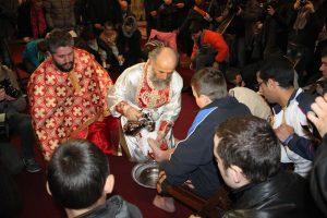 Arhiepiscopul Dunării de Jos a spălat picioarele a 12 copii sărmani