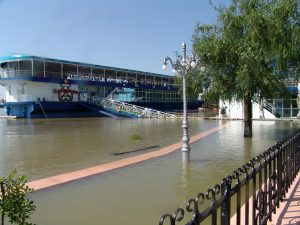 Dunărea a depășit cota de inundații