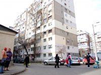 """Cazul case pentru """"oamenii-cârtiţă"""". Patronul Midis M&M, care vrea să amenajeze apartamente în subsoluri, amendat de Poliţia Locală"""