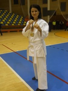 Diana Mocanu, despre mentalitatea de învingător:  Jandarm la serviciu, campioană naţională la karate în timpul liber