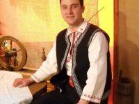 """Pentru tânărul solist Bogdan Vrânceanu, """"Nu-i comoară mai aleasă"""" ca muzica populară"""