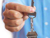 Familii evacuate din case retrocedate primesc mâine cheile unor noi locuințe
