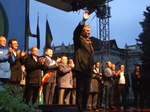 FOTOGALERIE. Candidatul ACL la președinție, Klaus Iohannis, s-a întâlnit cu simpatizanții săi la Tecuci