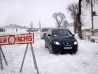 UPDATE: Nu se circulă pe 10 drumuri județene cu carosabilul acoperit de suluri de zăpadă