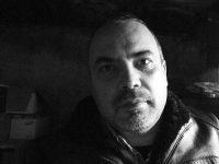 """De la """"Patagonia, pentru începători"""" la """"Havana, prăvălia cu zâmbete negre"""". Interviu cu artistul fotograf Sorin Frăsâna"""