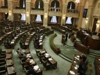Senatul a adoptat tacit legea care permite parlamentarilor să îşi angajeze rudele la birourile parlamentare