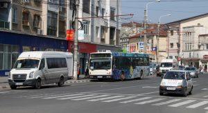 Monopolul Transurb se amână: Microbuzele maxi-taxi nu dispar de pe străzile Galaţiului