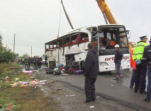 AUTOCAR RĂSTURNAT la Baldovineşti: Prima noapte după tragedie