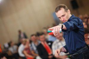 Dublă lansare de carte, în turneu: Andy Szekely vine la Galați pentru a vorbi despre performanță și stăpânirea emoțiilor