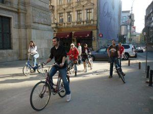 Tu cum te deplasezi în oraş: pe jos, cu bicicleta sau cu mijloacele de transport în comun?