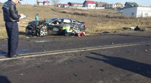Un bărbat de 47 de ani şi o fetiţă de 3 ani au murit în urma unui accident rutier pe DN 25