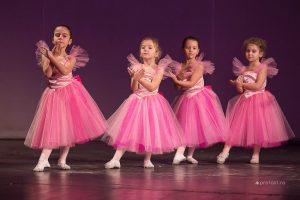 """Şcoala de Balet """"LidiArt"""", în spectacolul anual dedicat sărbătorilor de iarnă :       DOAMNA CRĂCIUN ŞI… CUFĂRUL CU POVEŞTI,                     - feerie de iarnă –"""