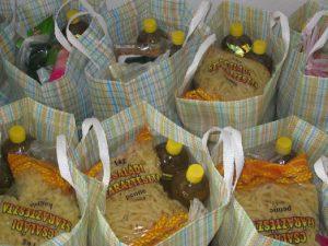 Cantina Primăriei le împarte marţi asistaţilor pachete cu mâncare de Anul Nou