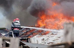 160 de situaţii de urgenţă în perioada sărbătorilor de iarnă la Galaţi: stop cardiac, intoxicaţii cu alcool, descarcerări, incendii