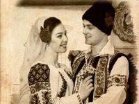 """Căsătorii simbolice, în foaierul Teatrului Dramatic """"Fani Tardini"""", oficiate de primarul Marius Stan"""
