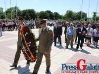 FOTOGALERIE. Ziua Eroilor la Galaţi: Flori, steaguri şi fanfare în memoria eroilor neamului