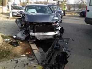 smiley-a-avut-un-accident-de-masina-s-a-oprit-cu-autoturismul-intr-un-copac-vezi-primele-imagini