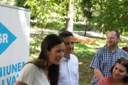 """INTERVIU Clotilde ARMAND: """"Modelul nostru de cetăţean este un cetăţean implicat, care are un job, şi în plus se implică pentru societate, în mod gratuit, pentru a participa la democraţie"""""""