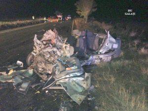 Accident grav pe DE 581, la Munteni. Coliziuni în lanț, soldate cu 3 morţi şi 11 răniţi