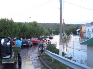 """Potop la Pechea: 103,7 litri pe metrul pătrat. """"Cod portocaliu"""" de viituri până joi dimineață"""