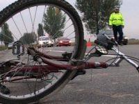 Un gălățean s-a ales cu dosar penal după ce a doborât un biciclist cu portiera, băgându-l în spital