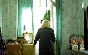 Bătrână de 90 de ani jefuită de două femei, care i-au furat economiile de peste 27.000 de lei