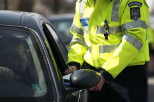 Șapte polițiști de la Poliția Rutieră reținuți de procurori pentru luare de mită