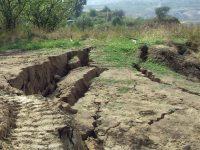 Alunecările de teren de la Izvoarele monitorizate de Comitetul Județean pentru Situații de Urgență