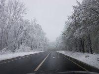 Se lucrează la deszăpezirea drumurilor județene din nordul județului și pe drumul dintre Cudalbi și Băleni