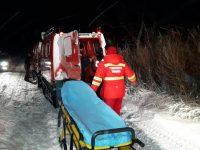 Operațiune de salvare dramatică a echipelor de la ISU. Opt persoane scoase dintre zăpezi cu șenilata