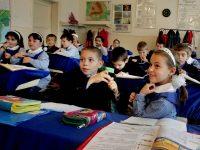 Cadre didactice de la Școala nr. 10 din Galați, amendate pentru discriminarea unei fetițe cu Sindrom Asperger