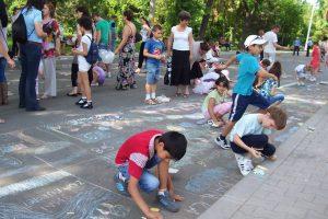 copii-desene-pe-asfalt
