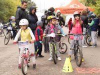 """A 9-a ediție a concursului """"Juniorii Pedalează"""", o provocare pentru cei mai mici bicicliști: offroad, în contratimp!"""
