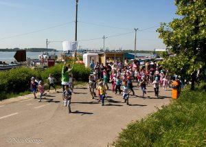 Maraton cu copii și părinți pentru Răzvan, un băiețel diagnosticat cu autism
