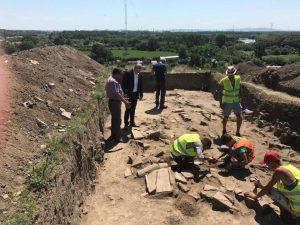 Noi vestigii la Castrul Roman. Arheologii au descoperit zidurile Turnului central al Castellumului Roman