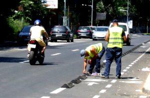 În sfârșit, apar și la Galați piste pentru biciclete protejate cu separatoare de drum