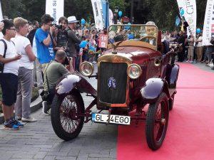 """La Sinaia, automobilului """"Ego 4/14"""" de la Muzeul din Tecuci i-a fost acordat """"Premiul pentru cea mai veche mașină istorică"""""""