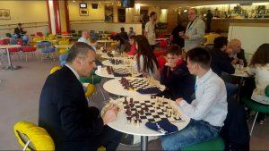 """""""Șah mat"""" în Parlamentul European! Sportivii de la """"Șah Club"""" Galați au jucat șah cu parlamentarii europeni și i-au învins"""