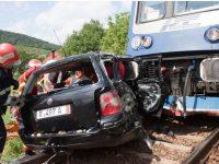 Un tânăr de 20 de ani a ajuns la spital după ce mașina sa a fost spulberată de tren în zona Gării Moscu