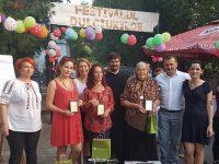"""Dulciuri românești la Festival. Festivalul Dulciurilor câștigat de """"poalele-n brâu"""" ale unei femei de 71 de ani"""