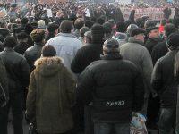 Situație explozivă la ArcelorMittal. Sute de siderurgiști protestează în fața Compartimentului Resurse Umane