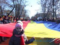 """FOTOGALERIE. """"Ziua Unirii"""" 2018. A fost desfășurat un tricolor imens, simbolul unirii Basarabiei cu România"""