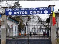 """În """"tunul"""" de la CJAS, o fostă directoare a Spitalului din Tecuci care a luat șpagă 15 găini, 60 litri de ţuică şi 300 de vin"""