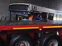 Accident grav la Filești. Şase persoane au ajuns la spital după ce un TIR a intrat într-un autobuz cu călători