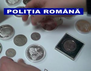 """VIDEO. Medalii, monede, picturi și arme, ridicate de polițiști de la opt """"colecționari"""""""