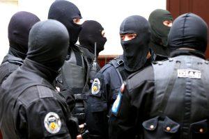 Percheziţii cu 120 de polițiști într-un dosar care vizează fraudarea asigurărilor de sănătate cu 1,4 milioane lei