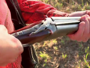 Accident la vânătoare de vulpi. Un bărbat din Brăhășești și-a împușcat fiul de 19 ani