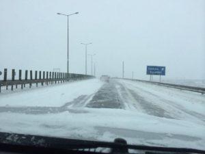 """Autostrada Soarelui a fost închisă din cauza """"freezing rain"""". A fost reluată circulația pe dig, între Galați și Brăila"""